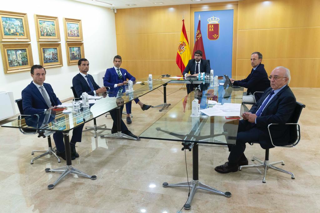 El sector taurino se reúne con López Miras, presidente de la Región de Murcia