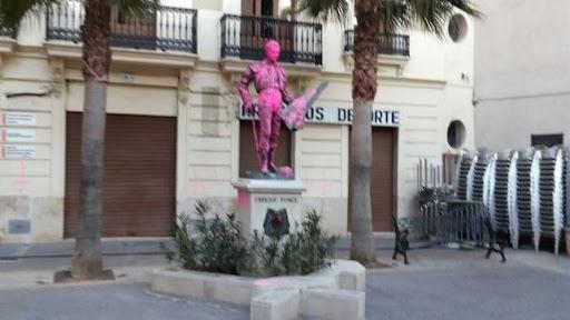 Condenados los tres autores que atentaron contra la escultura de Enrique Ponce en Chiva (Valencia)